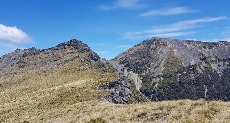 Towards Johnston Peak 1647m and Mount Richmond 1760m - Tinytramper