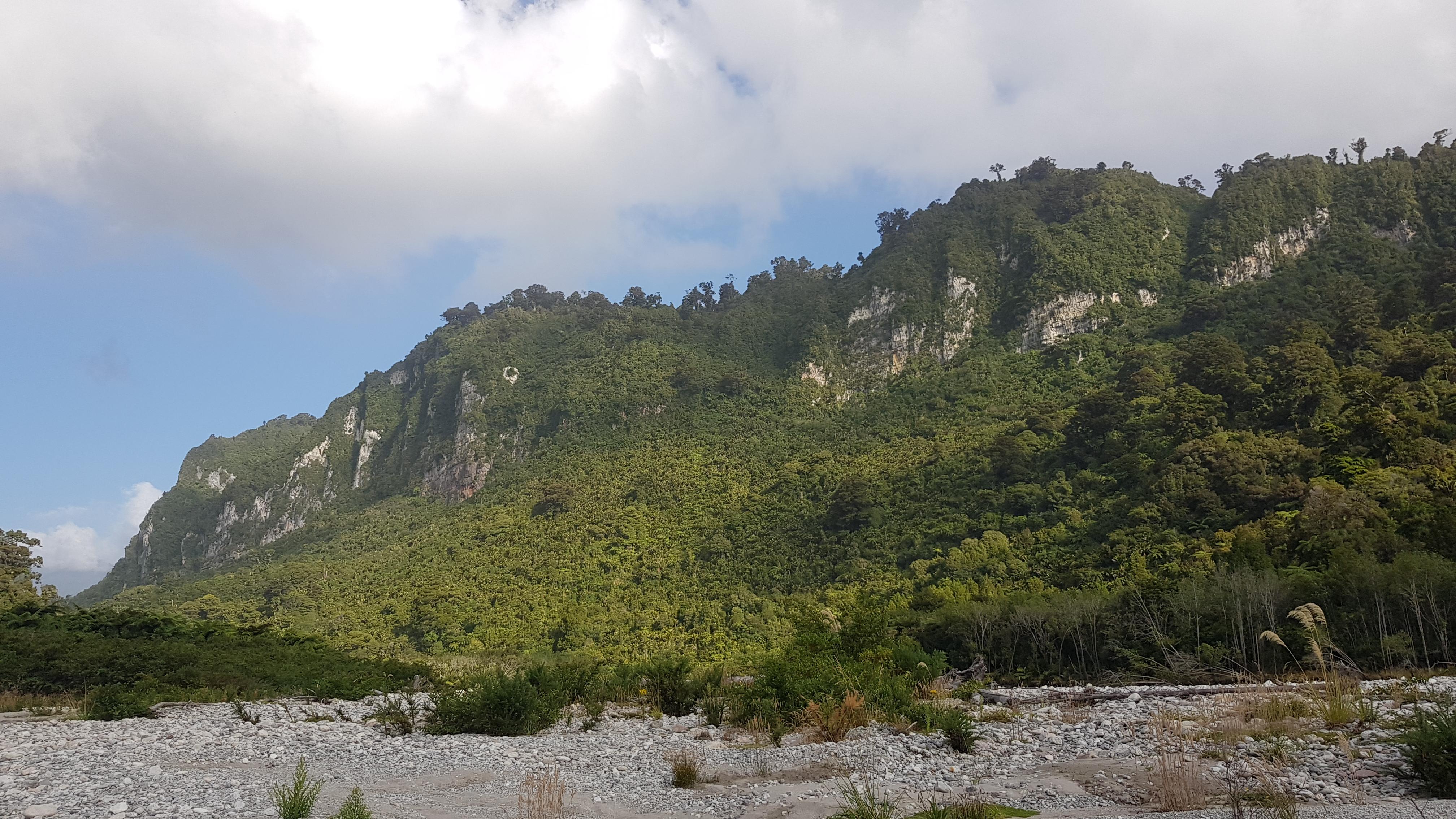 The cliffs along the Fox River