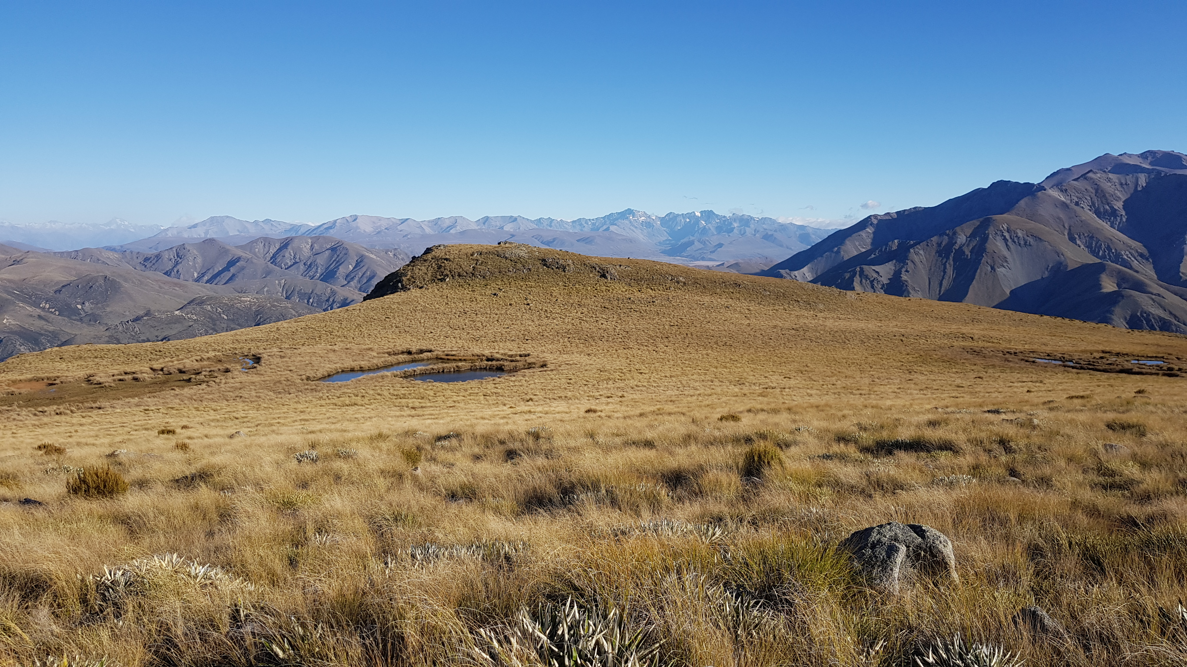From the high plateau on Mt Somers looking West