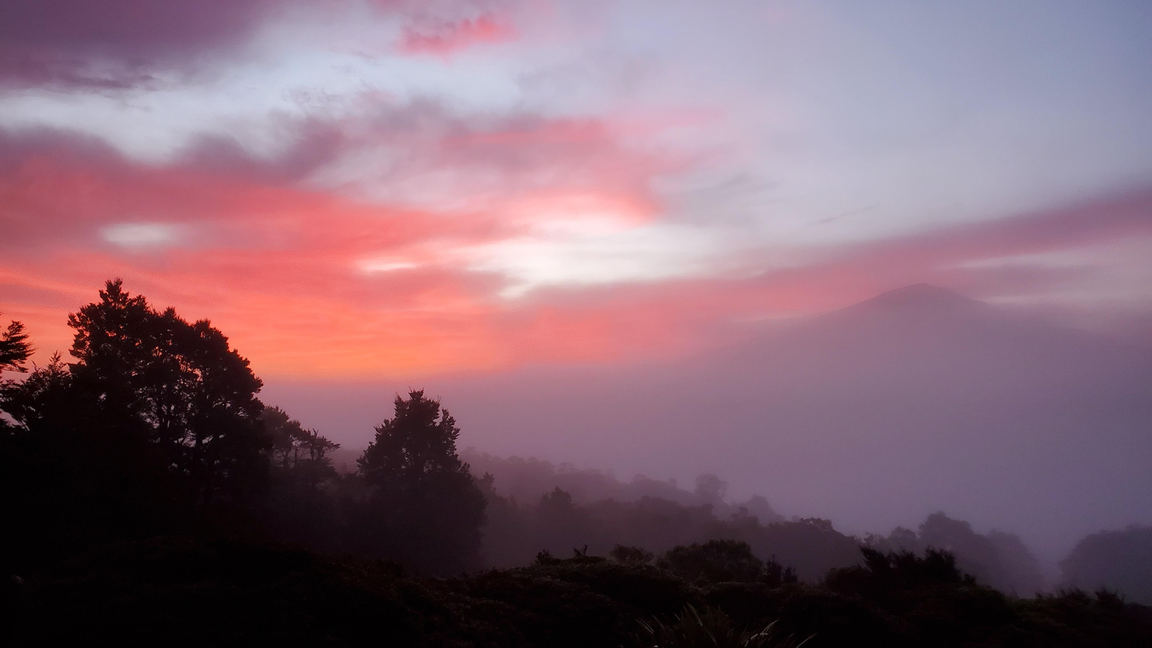 Sunrise towards Gordons Pyramid